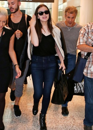Hailee Steinfeld - Pearson Airport in Toronto