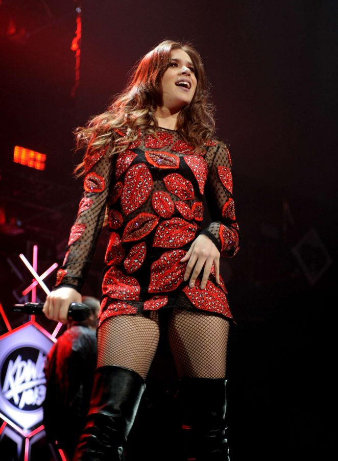 Hailee Steinfeld - Performing at 101.3 KDWB's Jingle Ball 2016 in St. Paul