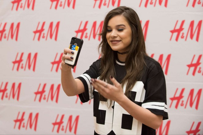 Hailee Steinfeld: Performing at Sundance Square Opening -03