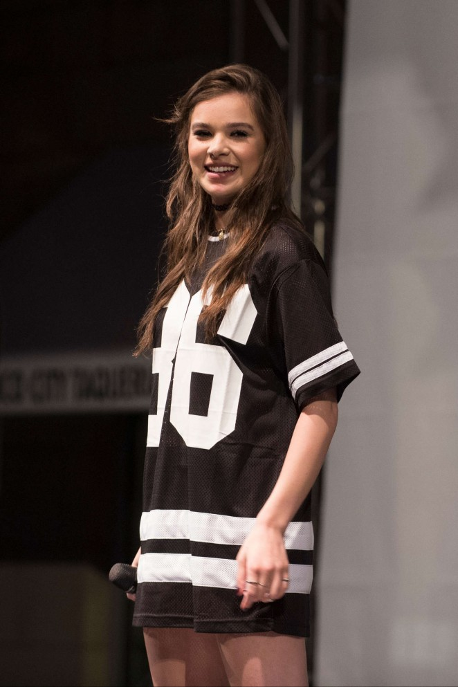 Hailee Steinfeld: Performing at Sundance Square Opening -05