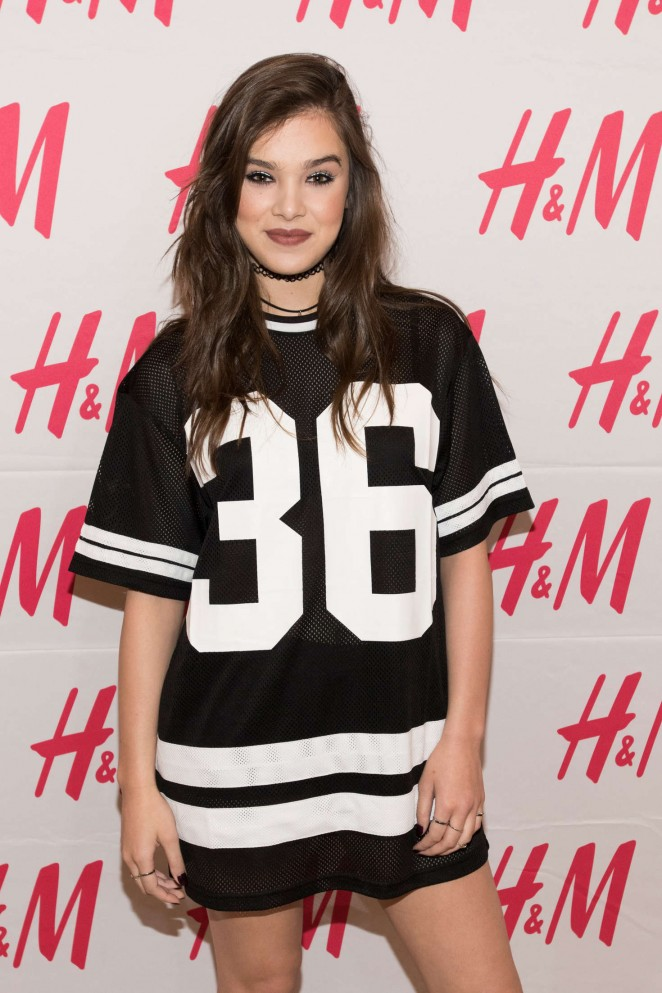 Hailee Steinfeld: Performing at Sundance Square Opening -15