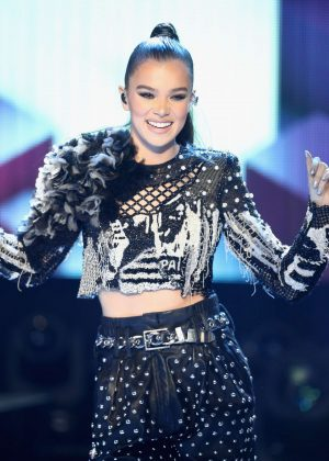Hailee Steinfeld - Performs at the Dick Clark's New Year's Rockin' Eve in Los Angeles