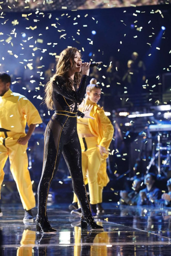 Hailee Steinfeld – The Voice – Season 15 'Live Semi Final Results'