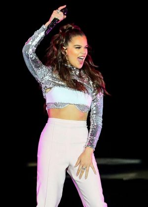 Hailee Steinfeld - Performs in Manchester