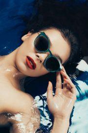 Hailee Steinfeld - Prive Revaux 'La Vita' Collection (October 2019)