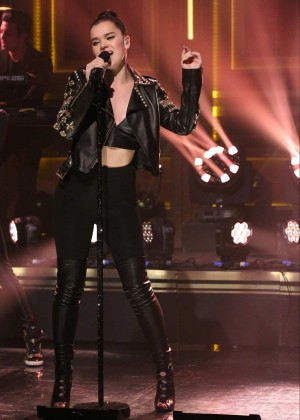 Hailee Steinfeld - 'The Tonight Show with Jimmy Fallon' in NYC