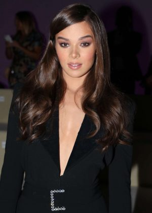 Hailee Steinfeld - Tom Ford Fashion Show 2018 in New York