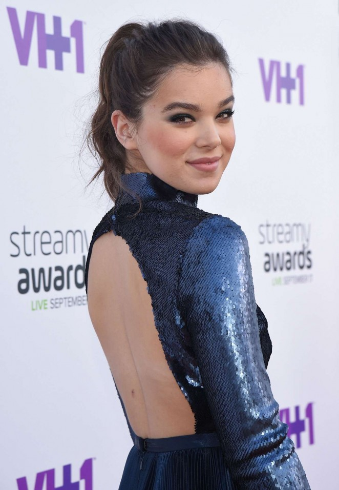 Hailee Steinfeld - 2015 Streamy Awards in LA
