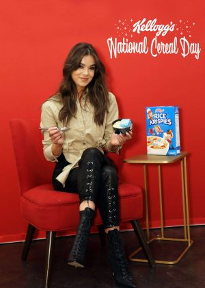 Hailee Steinfeld - Visits Kellogg's NYC Cafe for National Cereal Day