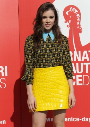 Hailee Steinfeld - 'Women's Tales' Photocall at 72nd Venice Film Festival