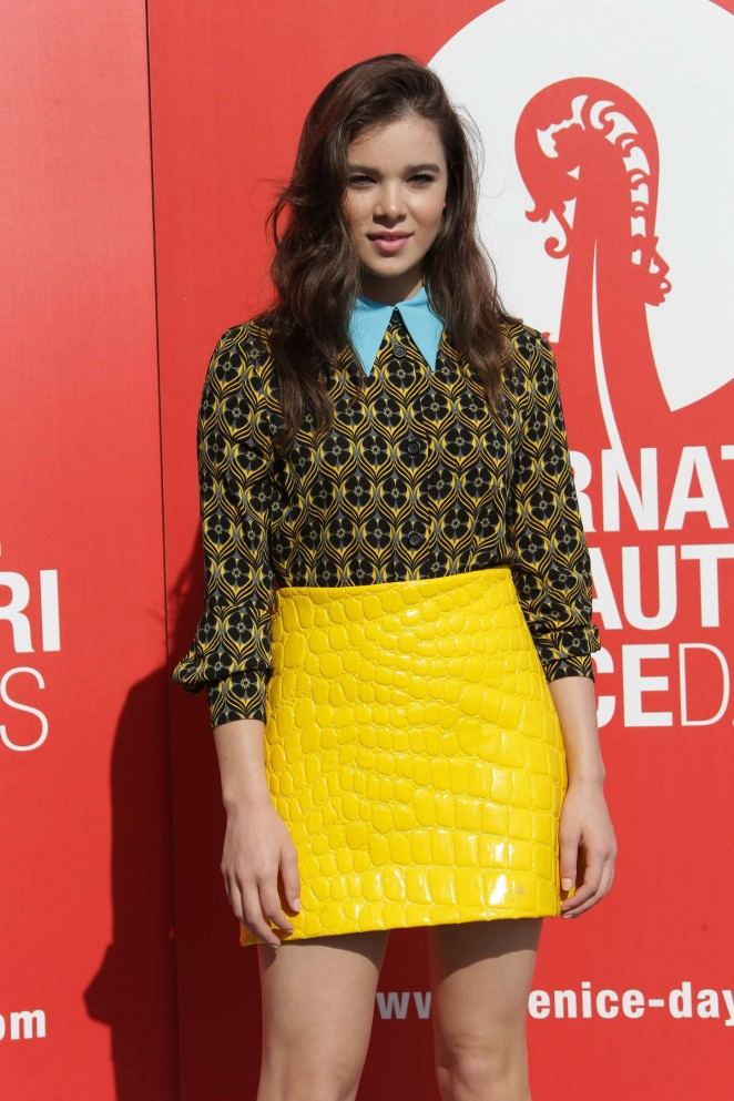 Hailee Steinfeld – 'Women's Tales' Photocall at 72nd Venice Film Festival