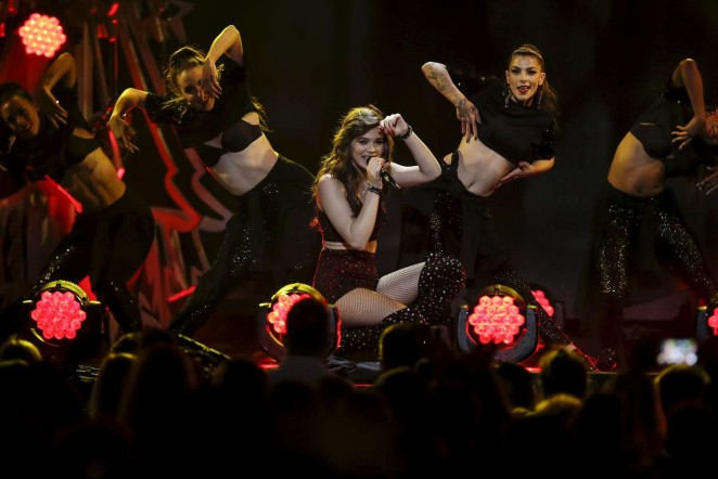 Hailee Steinfeld: Z100s Jingle Ball 2015 -12