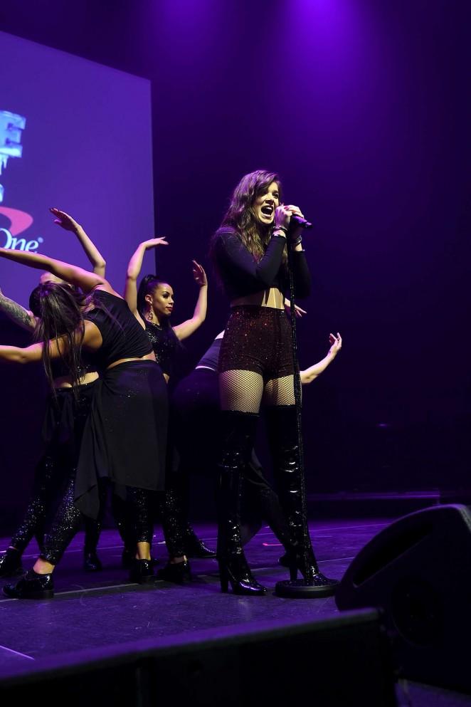 Hailee Steinfeld: Z100s Jingle Ball 2015 -22