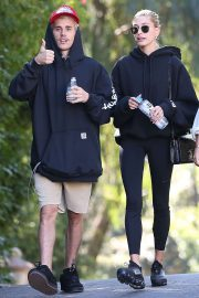 Hailey and Justin Bieber - Hiking with friends in Los Angeles