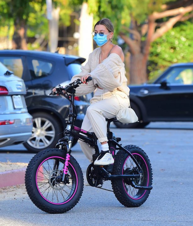Hailey and Justin Bieber - Riding Electric Bikes in Los Angeles