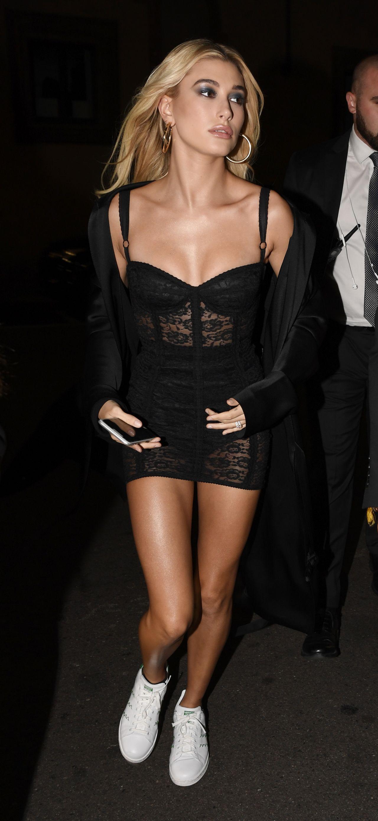 Hailey Baldwin – 2017 Dolce and Gabbana Show in Milan