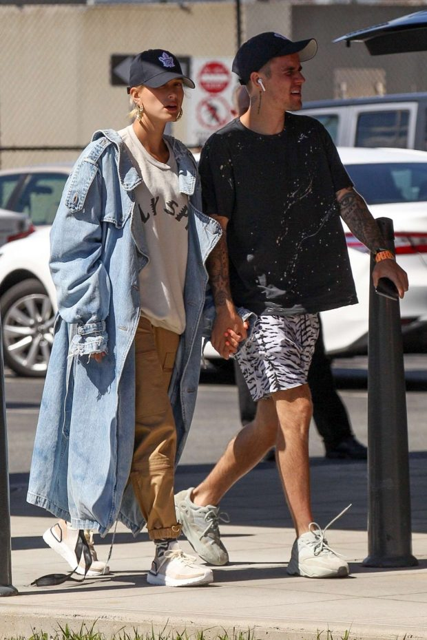 Hailey Baldwin and Justin Bieber: Arrives in Boston -02