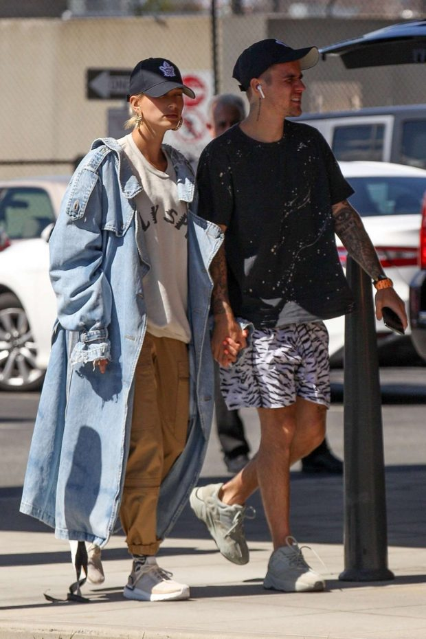 Hailey Baldwin and Justin Bieber: Arrives in Boston -06