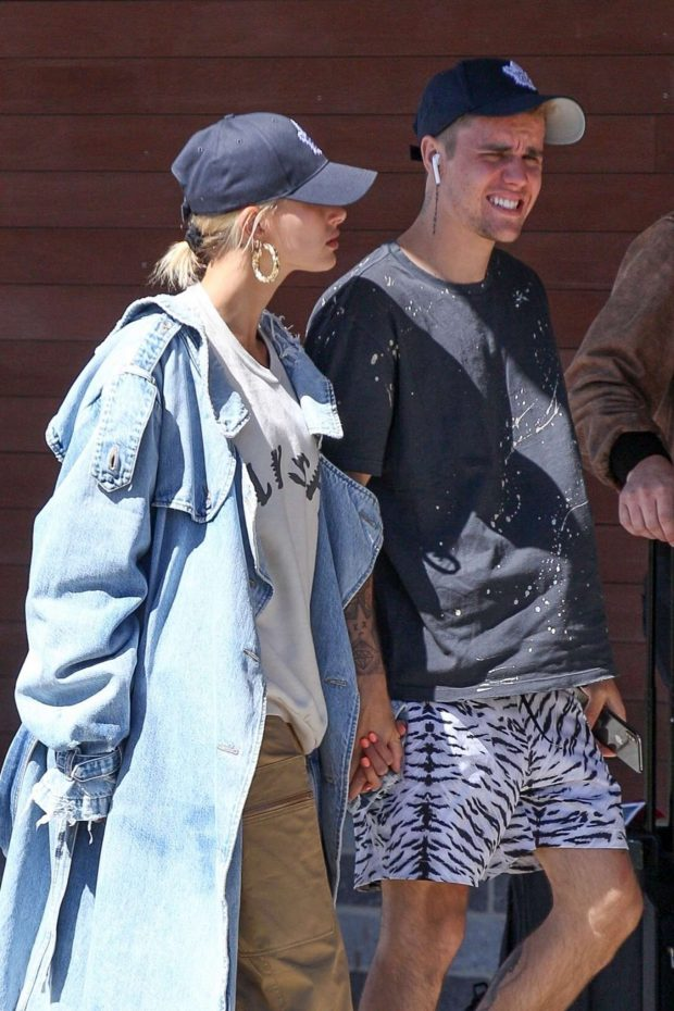 Hailey Baldwin and Justin Bieber: Arrives in Boston -10