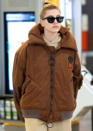 Hailey Baldwin - Arrives at JFK Airport in NYC