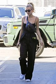 Hailey Baldwin - Arrives at Nine Zero One Hair Salon in West Hollywood