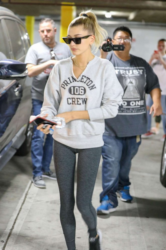 Hailey Baldwin - Arrives for a pilates class in Studio City