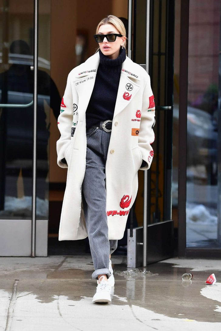 Hailey Baldwin - Arrives to a beauty salon in New York