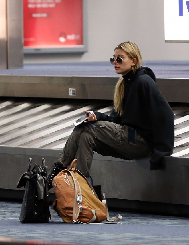 Hailey Baldwin - Arriving at Superbowl 50 in San Fransisco