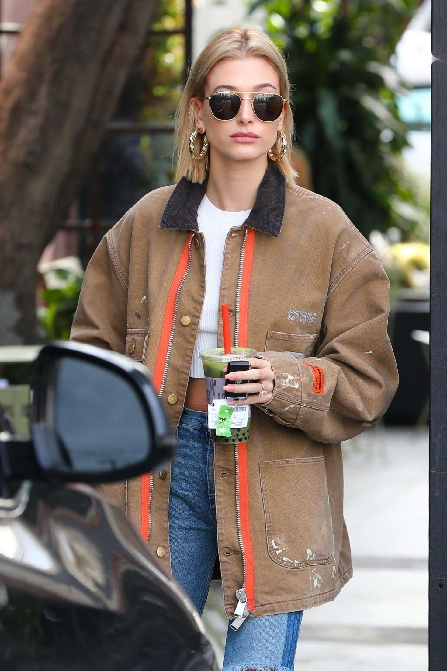 Hailey Baldwin at hair salon in Los Angeles
