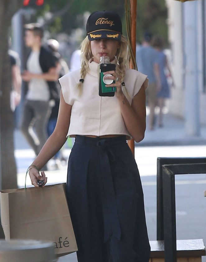 Hailey Baldwin at M Cafe in Beverly Hills