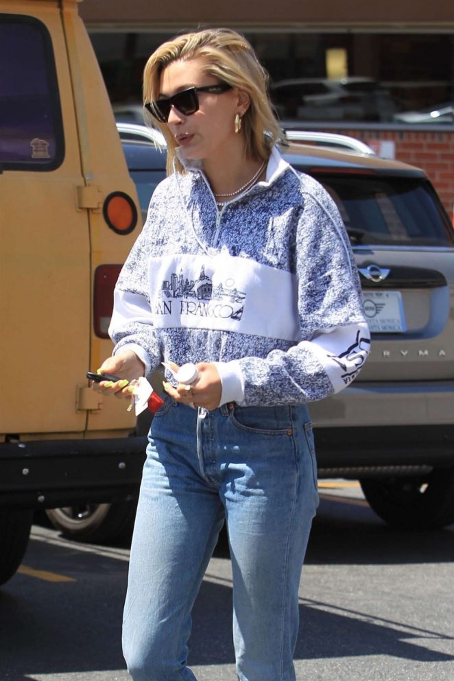Hailey Baldwin at Rite-Aid in Beverly Hills