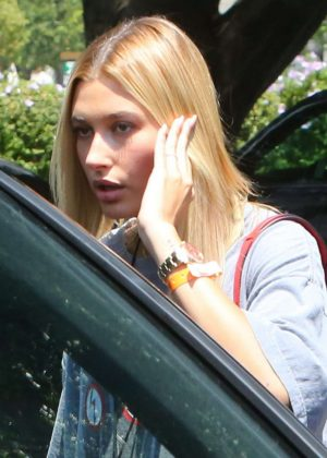 Hailey Baldwin - Attends Day 2 of the Zoe Church Conference in LA