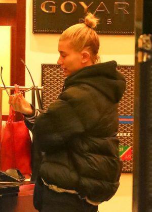 Hailey Baldwin - Christmas shopping at Barneys New York in NYC
