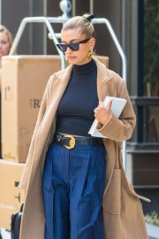 Hailey Baldwin - Exiting her apartment in NYC