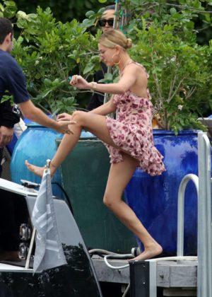 Hailey Baldwin - Go on a boat ride in Miami