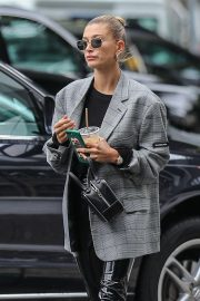 Hailey Baldwin - Heading to a day spa in Beverly Hills