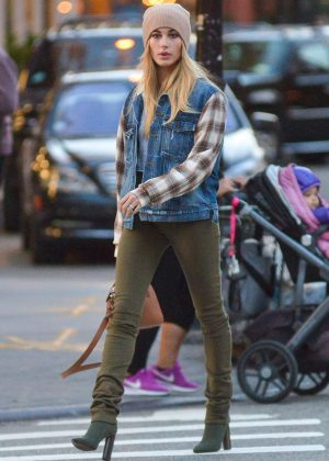 Hailey Baldwin in Tight Jeans Out in NYC