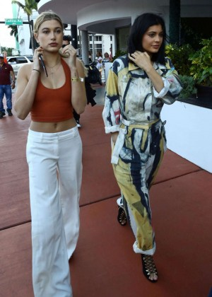 Hailey Baldwin and Kylie Jenner: Shopping in South Beach -13