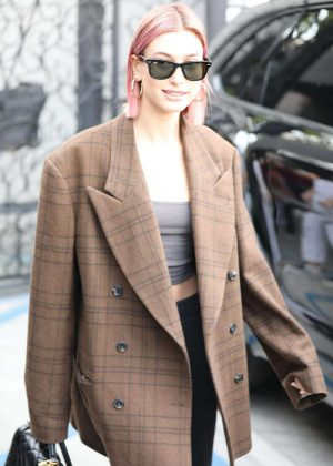 Hailey Baldwin - Leaves Barnes and Noble with Justin Bieber in LA
