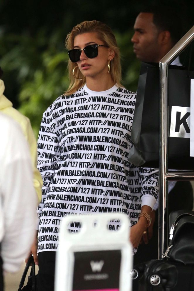 Hailey Baldwin – Leaves her hotel in Miami