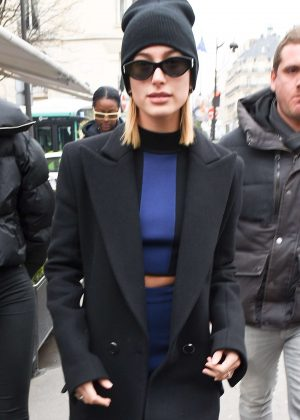 Hailey Baldwin - Leaving L'avenue Restaurant in Paris