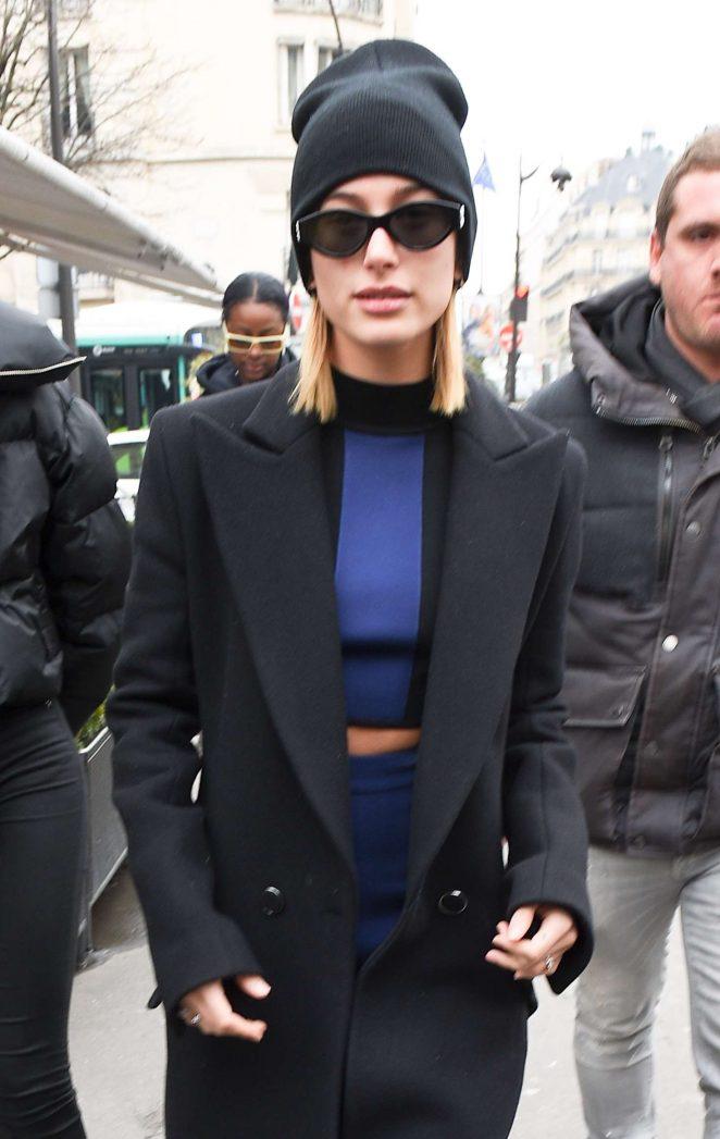 Hailey Baldwin - Leaving L'avenue Restaurant in Paris
