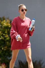 Hailey Baldwin - Leaving pilates class in Los Angeles