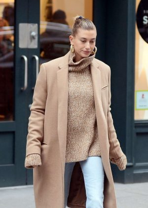 Hailey Baldwin - Out and about in New York