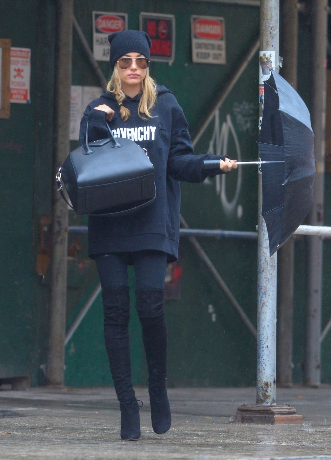 Hailey Baldwin - Out and about in NYC
