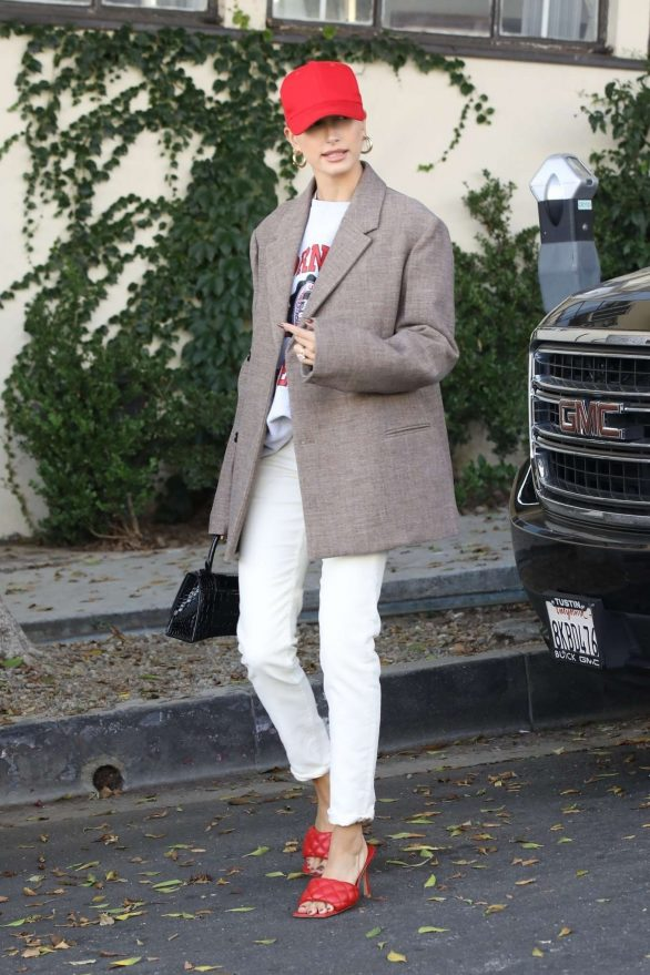 Hailey Baldwin - Out in Los Angeles