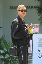 Hailey Baldwin - Out running errands in Los Angeles