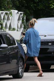 Hailey Baldwin - Returns home in Beverly Hills