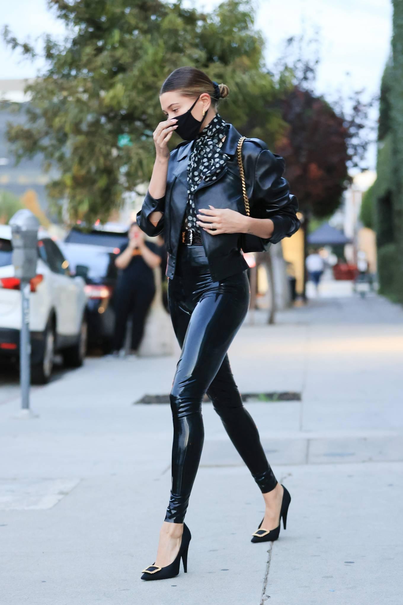 Hailey Baldwin 2020 : Hailey Baldwin – Seen outside her stylists office in Los Angeles-01