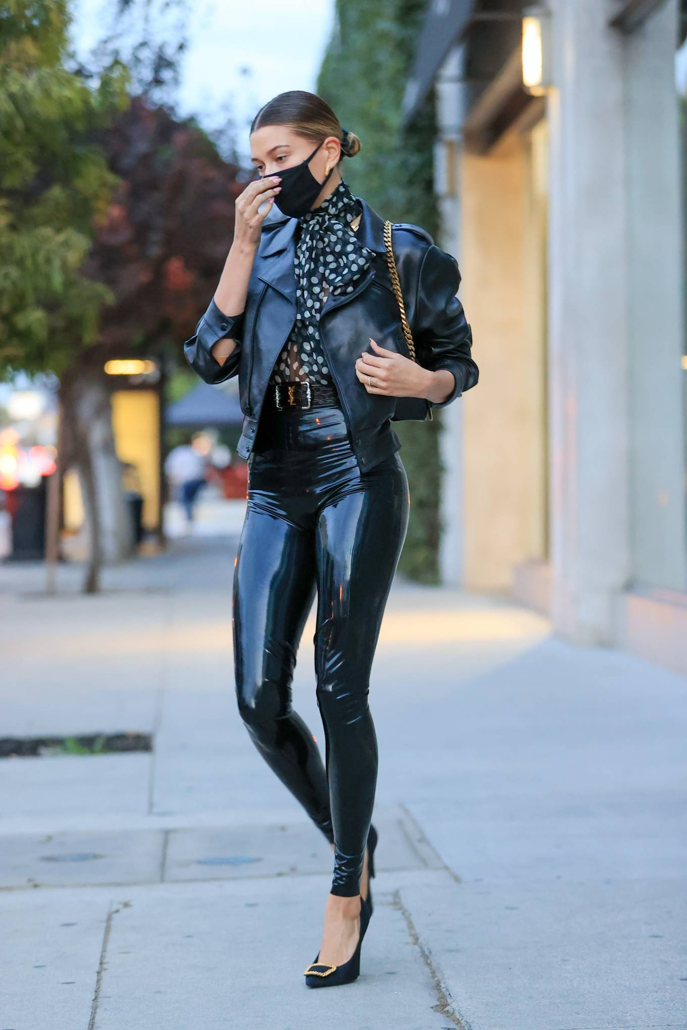 Hailey Baldwin 2020 : Hailey Baldwin – Seen outside her stylists office in Los Angeles-04